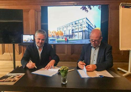 Contract Huis voor de Stad Helmond getekend.